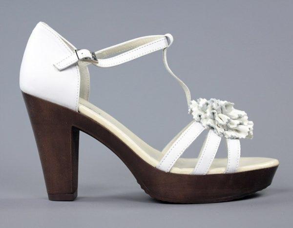 sandalias blancas con flor .u462