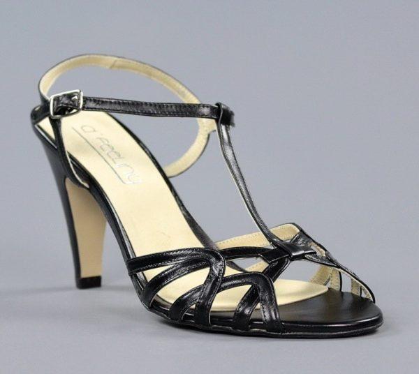 sandalia negra de tacón . o853