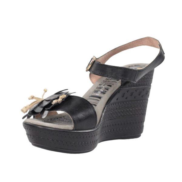 sandalias negras con cuña.u459