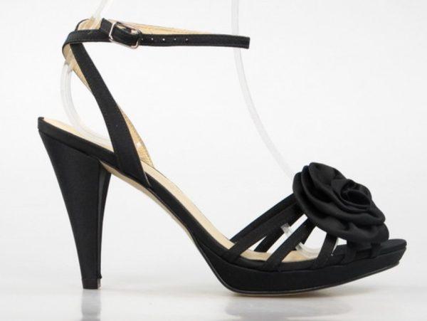 Sandalias raso negro con flor .2688