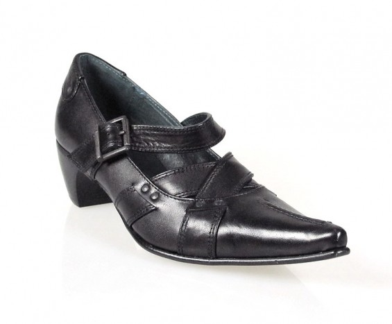 zapato negro look moderno.u798