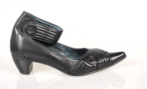 Zapato negro puntera.u803