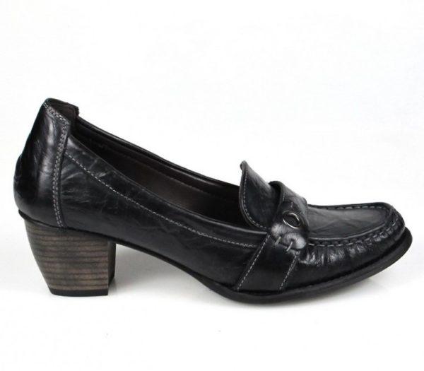 zapatos negros de piel blanda . u257