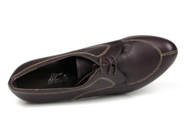 zapatos marrones con cordones . u266