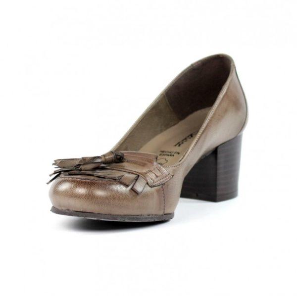 Zapatos taupe tacón bajo.u749