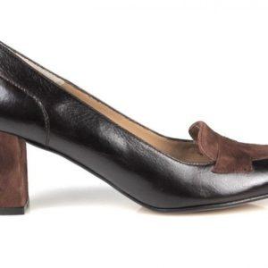 zapatos marrones de tacón cuadrado.u284