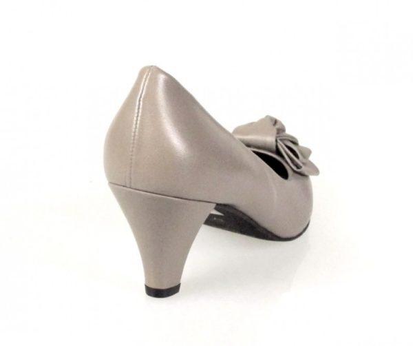 zapatos beige con lazo. o403