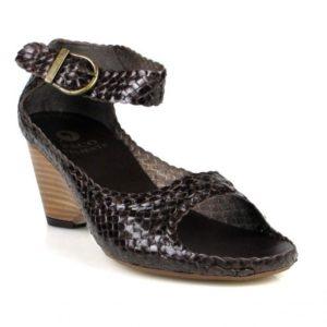 zapatos trenzados marrones .u470