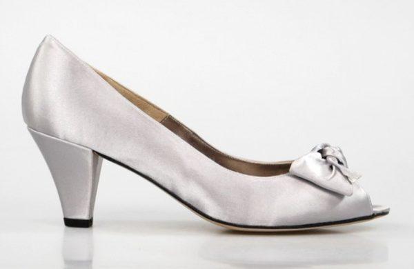 zapatos plata en raso. u586