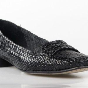 zapatos de piel trenzada . u050