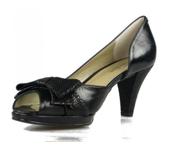 zapatos negros con lazo. u236