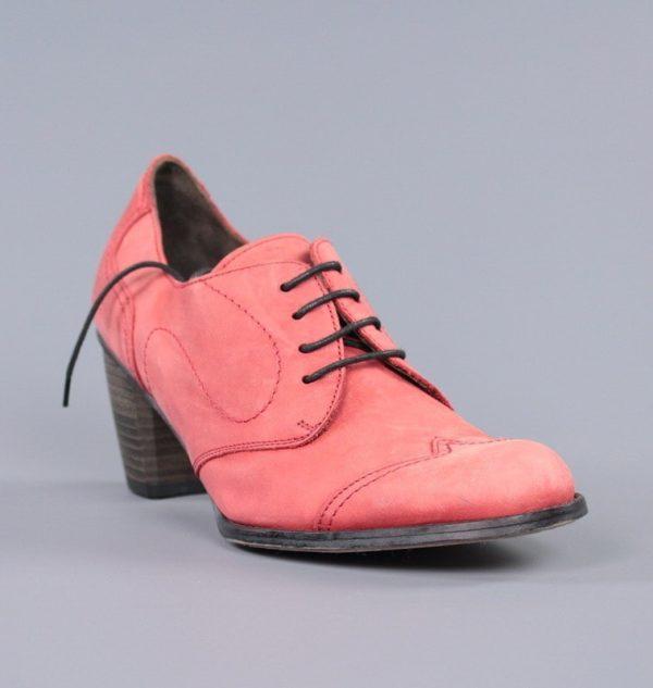 Zapatos rojos con cordones .u830x
