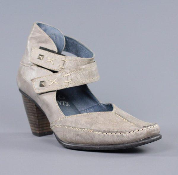 Zapatos taupe blandos.u831x