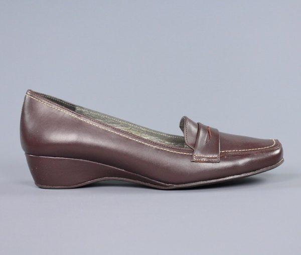 Zapatos marrones con cuña.u836x