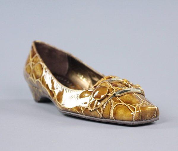 Zapatos taupe charol.u938x