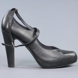 Zapato tacón alto negro.u946x