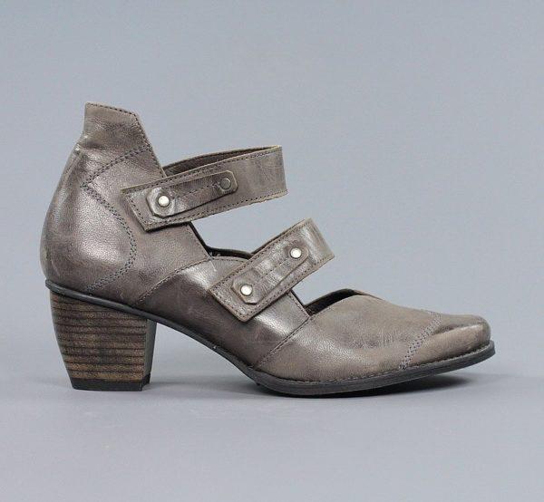 Zapatos grisáceos.u979x