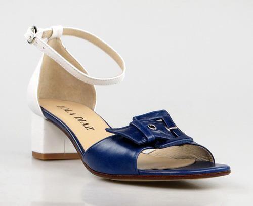 Sandalias azules y blancas.u996t