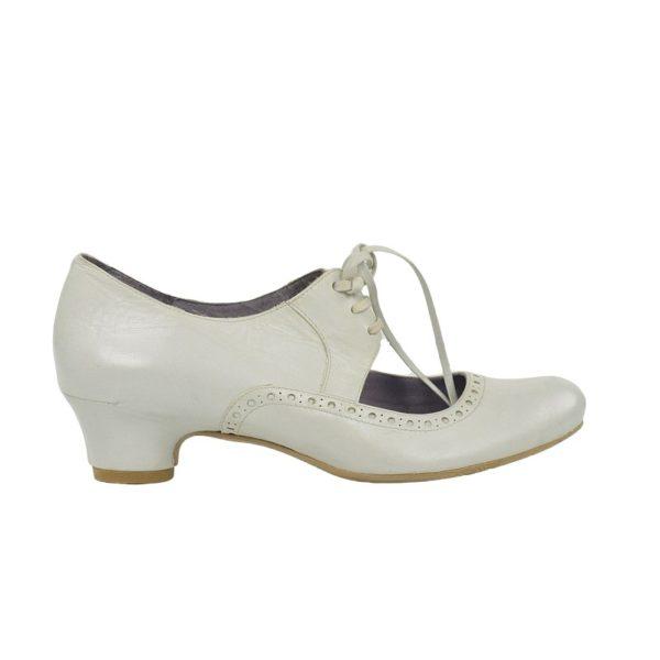Zapatos beige claro.t024x