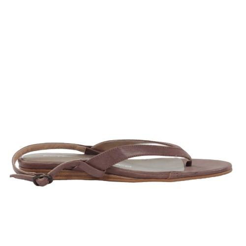 Sandalia plana marrón.t086x